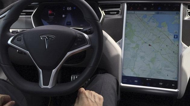 ドイツ当局、テスラ車のドライバーに「オートパイロット」は自動運転ではないと注意喚起