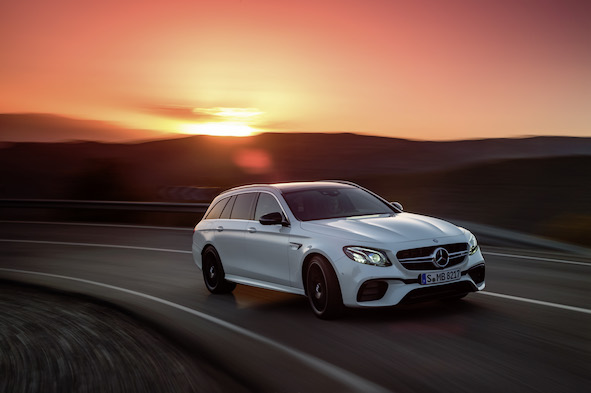 Mercedes-AMG E 63 S 4MATIC+ T-Modell, diamantweiß, Fahraufnahme // Mercedes-AMG E 63 S 4MATIC+ Estate, diamond white, driving shot  Kraftstoffverbrauch kombiniert: 9,1  l/100 km, CO2-Emissionen kombiniert: 206 g/km  Fuel consumption combined:  9.1  l/100 km; combined CO2 emissions: 206  g/km