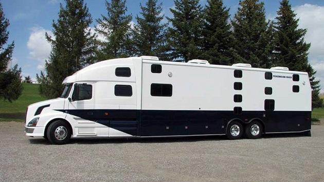 ボルボ・トラックを使った個室付き夜行バスが運行開始 サンフランシスコ〜ロサンゼルス間の運賃は約5,200円