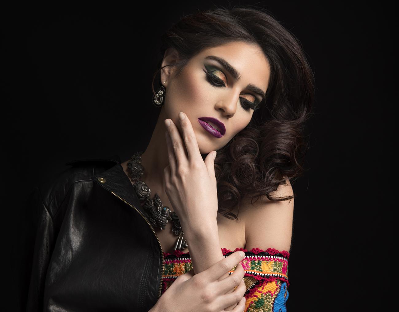 De maquillaje, latinas y una 'Reina