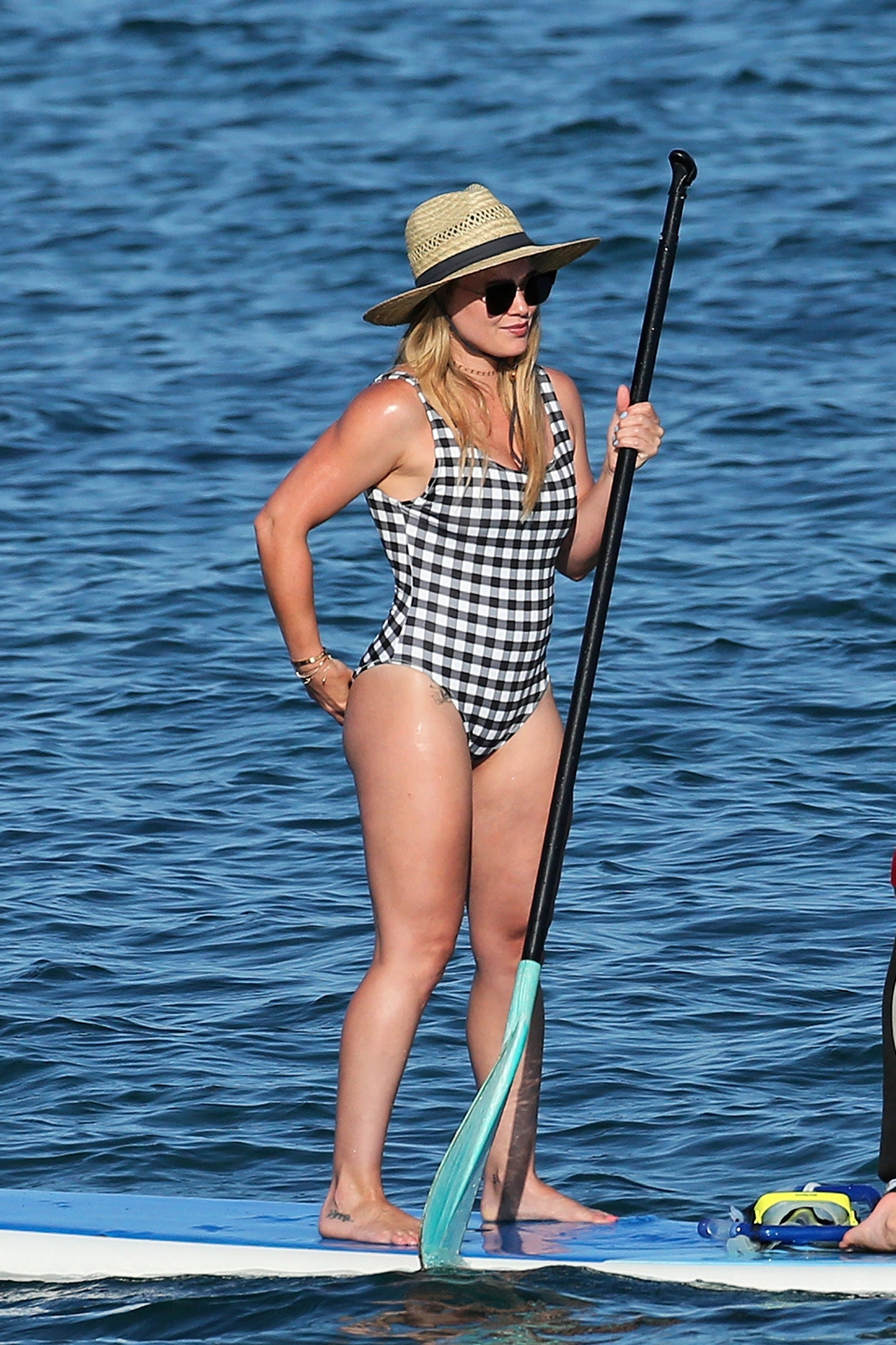 Wailea, HI  - Hilary duff and her son Luca along with some friends hit the beach in Hawaii for some paddle board fun in the sun.  Pictured: Hilary Duff  BACKGRID USA 2 AUGUST 2017   USA: +1 310 798 9111 / usasales@backgrid.com  UK: +44 208 344 2007 / uksales@backgrid.com  *UK Clients - Pictures Containing Children Please Pixelate Face Prior To Publication*