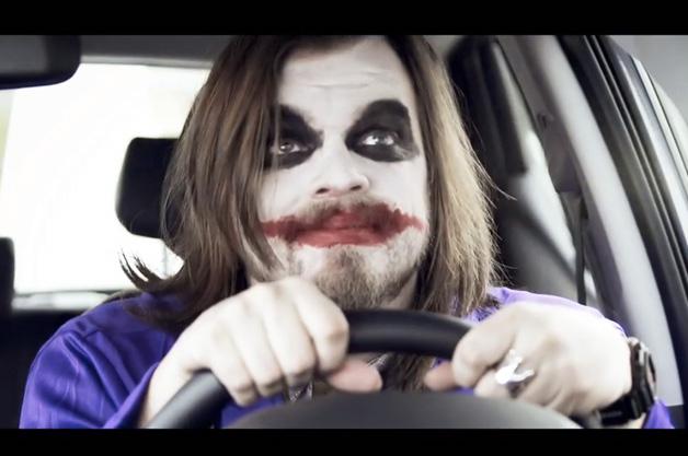 【ビデオ】10分間で70作品もの映画をパロディした新型車のユニークなプロモーション映像