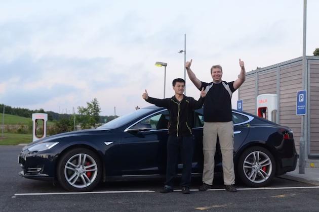 【ビデオ】テスラ「モデルS」、1回の充電による走行距離で728.7㎞という新記録を達成!