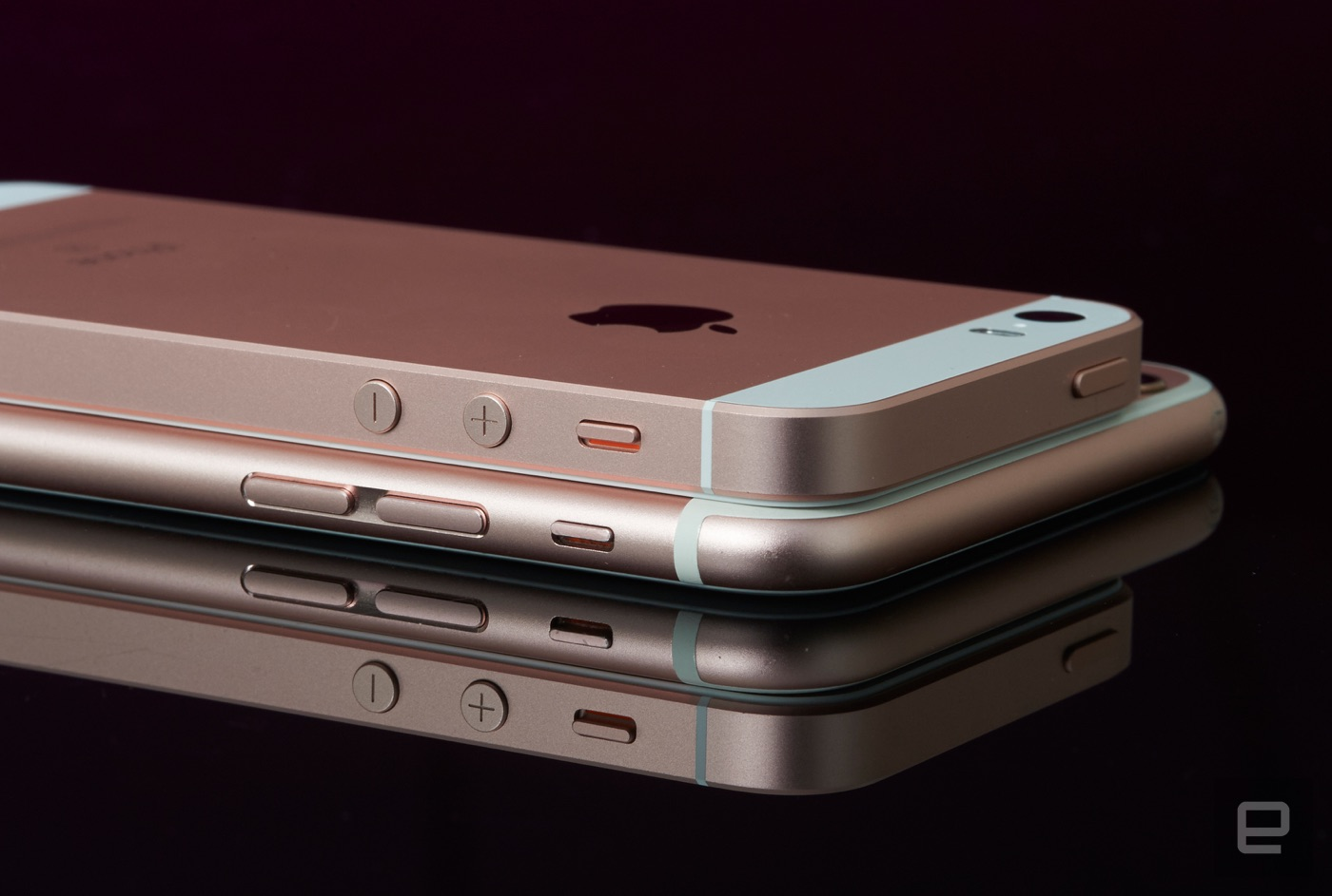 Apple Iphone Se Review A Compelling Blend Of Old And New 16 Gb Grey The Competition Ses Combination Price Power 16gb