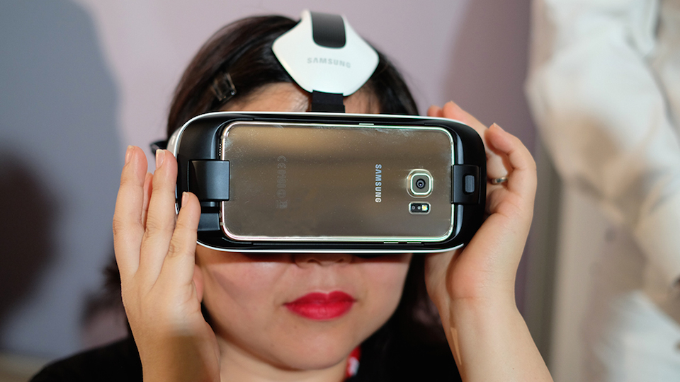 Samsungs New Gear Vr Is Smaller Sharper But Still Not For Everyone