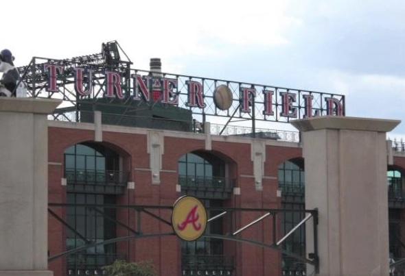 Baseball fan dies after fall at Atlanta Braves game
