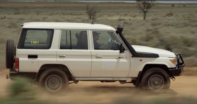 【ビデオ】オーストラリアの僻地を走るトヨタ「ランドクルーザー」を利用して通信ネットワークを構築