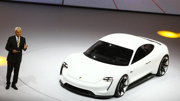 電気自動車の開発を進めるポルシェ、ディーゼル・エンジンからの撤退を検討中