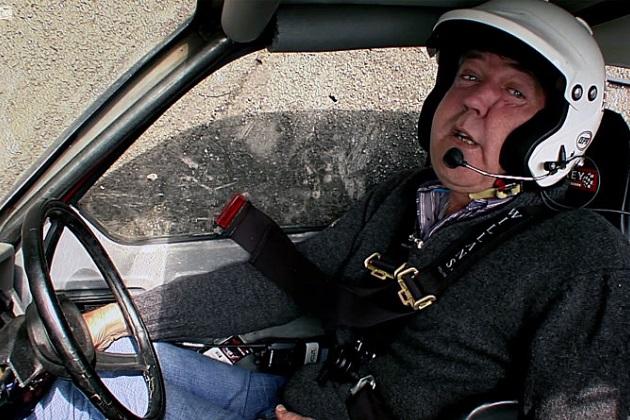 『トップギア』の元司会者ジェレミー・クラークソン、横転するリライアント・ロビンがヤラセだったと暴露(ビデオ付)
