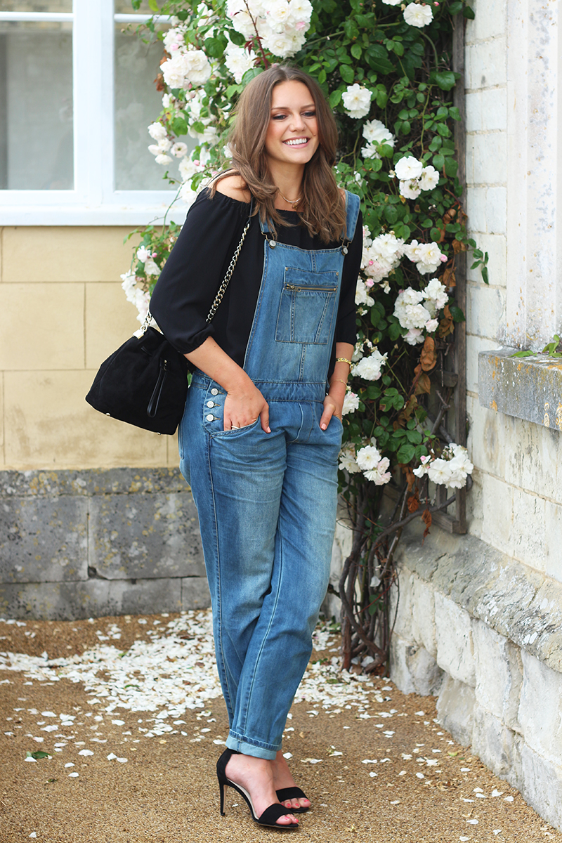 how to wear denim dungaree dress