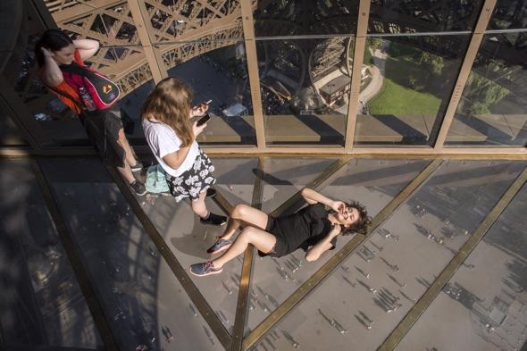 Eiffel Tower unveils new glass floor attraction