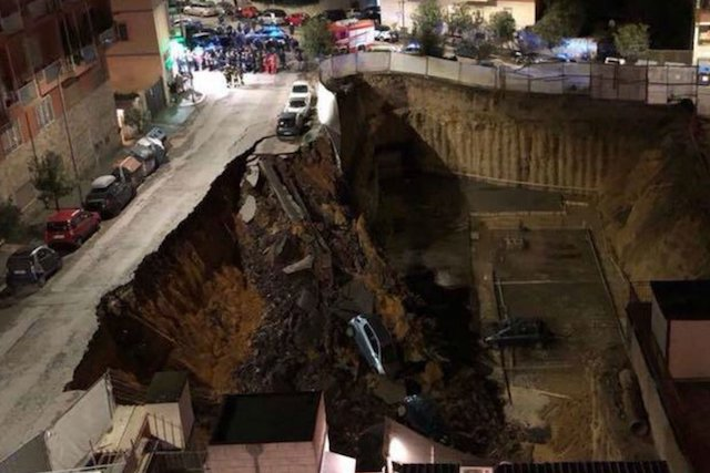 Massive sinkhole opens up in Rome, swallowing seven cars