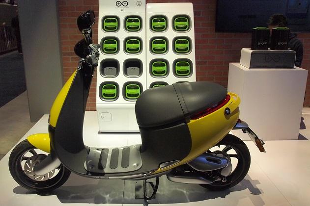 バッテリー交換ステーションを利用できるGogoroの電動スクーター