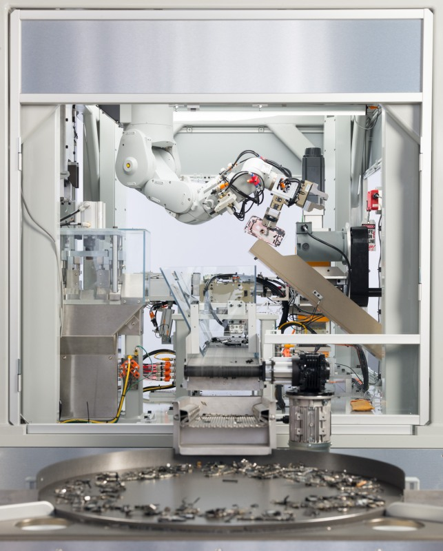 Apple's 'Daisy' iPhone recycling robot