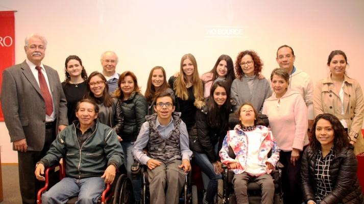 Alumnas de la Ibero crean ropa especial para personas con