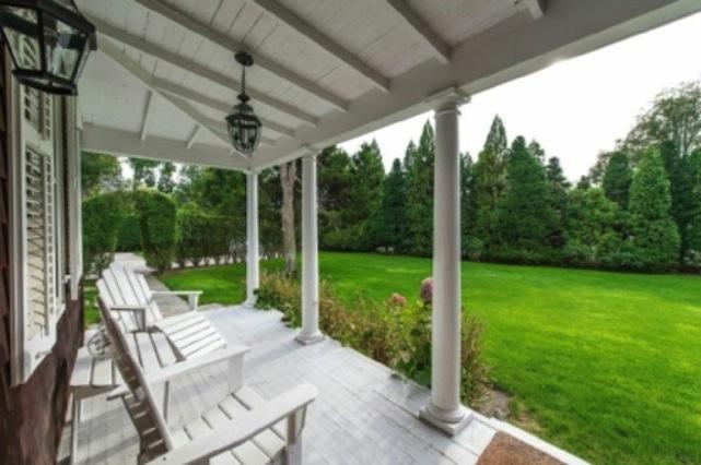 renee zelweger's porch
