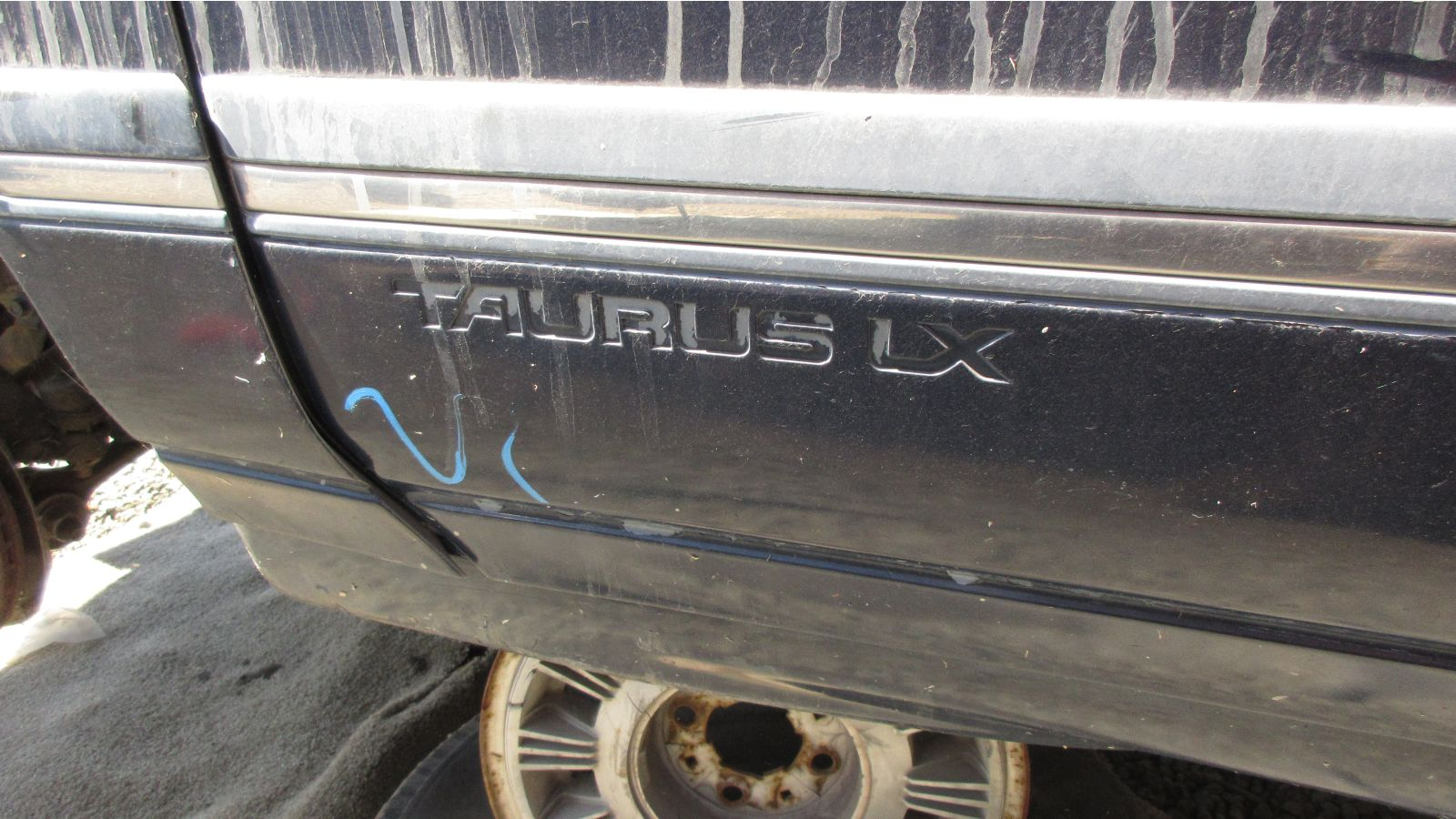 The LX was the top Taurus trim level for 1986. The V6 engine and automatic  transmission were standard on the LX, along with the Premium Sound System  (with ...
