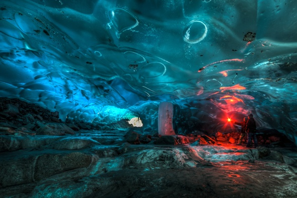 Alaskan-ice-cave-pictures-could-collapse-any-minute