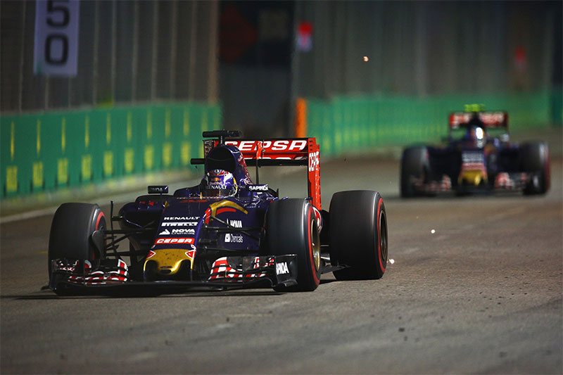 Max Verstappen drives during the 2015 Singapore F1 Grand Prix.