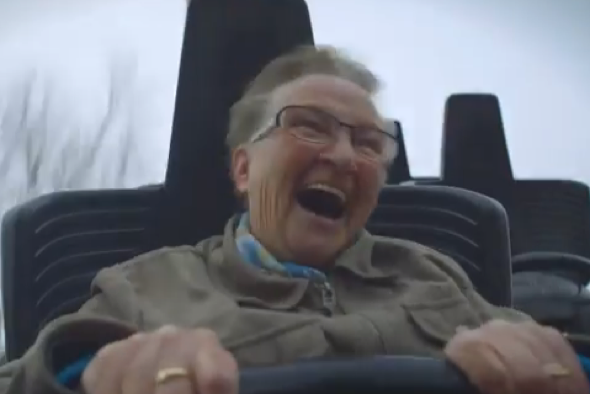 granny-goes-on-rollercoater-first-time