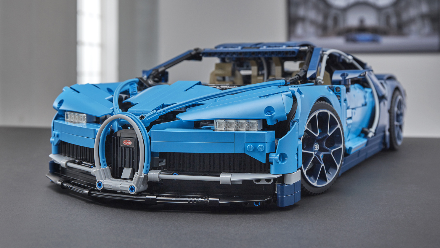 2018 bugatti chiron lego technic kit is amazingly detailed. Black Bedroom Furniture Sets. Home Design Ideas