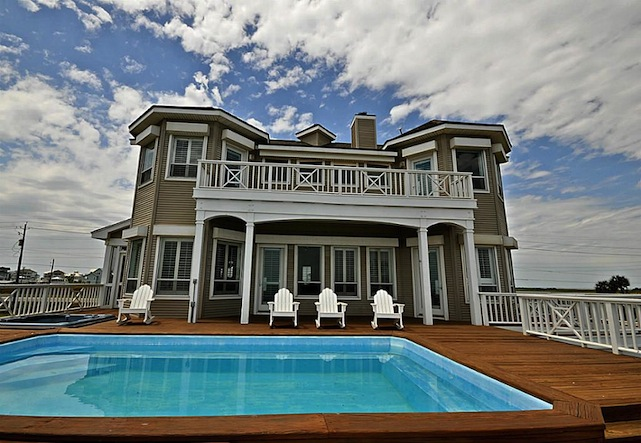 Clay Walker Beach House Exterior Zillowclay S Oceanfront Home In Galveston