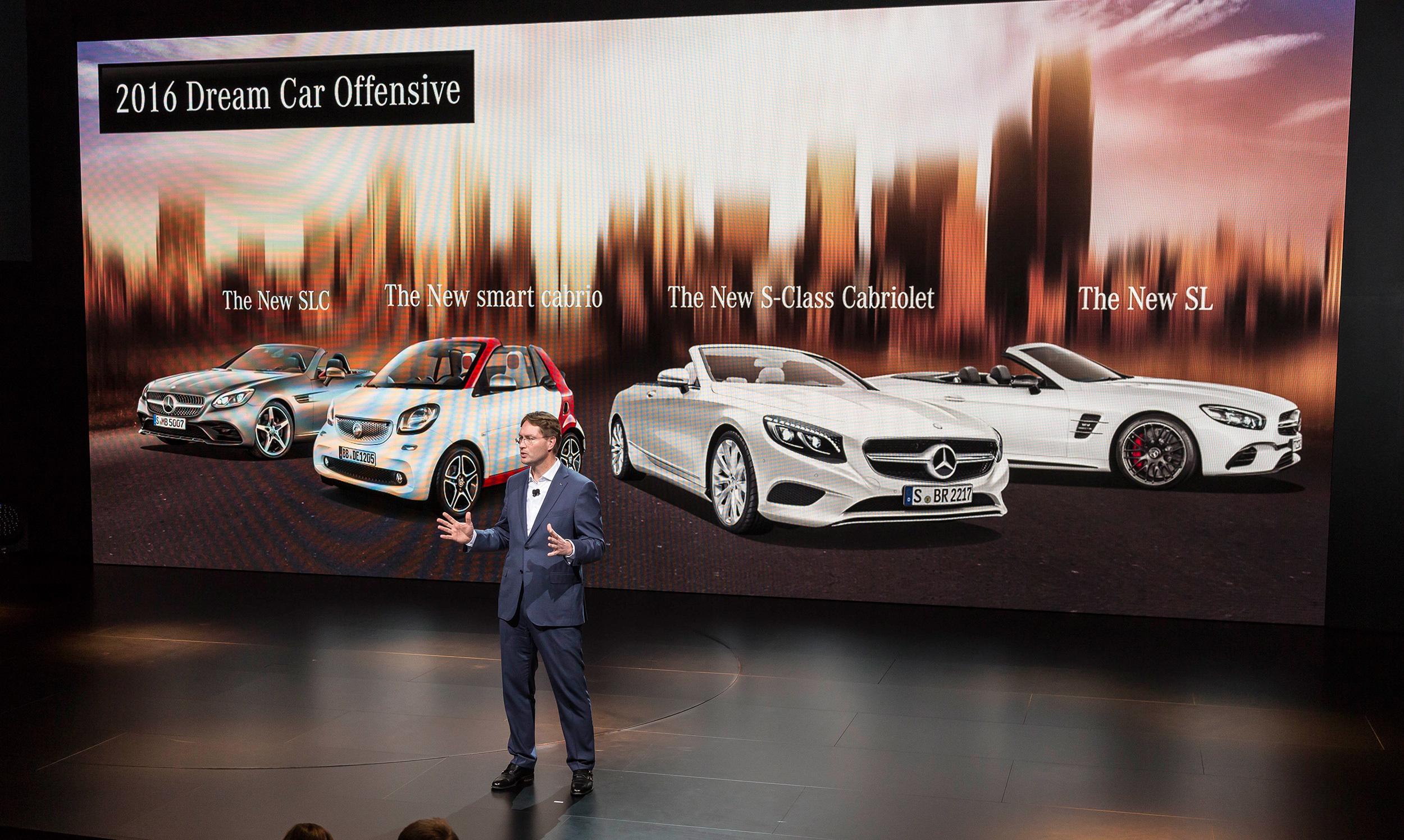 """Im Rahmen der """"Mercedes-Benz Night of Dream Cars"""" setzte die Marke mit dem Stern erste Glanzlichter im Vorfeld des 86. Genfer Automobil-Salons. Am Vorabend der Messe debütierte das erste Cabriolet in der Geschichte der C-Klasse bei einer Doppel-Weltpremiere: Neben dem Serienmodell von Mercedes-Benz rollte auch das Performance-Modell Mercedes-AMG C 43 4MATIC Cabriolet ins Rampenlicht. ;  The brand with the three-pointed star unveiled its first highlights ahead of the 86th Geneva International Motor Show at the """"Mercedes-Benz Night of Dream Cars"""". Making its debut on the eve of the show was the first cabriolet in the history of the C-Class, unveiled in a double world premiere. Rolling into the spotlight alongside the Mercedes-Benz production model was the performance model, the Mercedes-AMG C 43 4MATIC Cabriolet.;"""