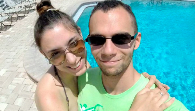Skydiver texts wife to say he won't pull chord when jumping