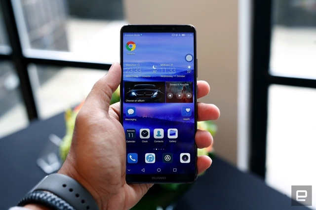 US Lawmakers Urge AT&T to Reduce Business Ties With China's Huawei