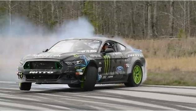 【ビデオ】ヴァン・ギッティンJr.が最高出力900hpの新型「マスタング RTR」でドリフト!