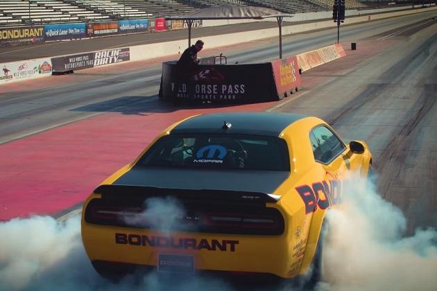 【ビデオ】買わなくても乗れる! 840馬力のダッジ「チャレンジャーSRTデーモン」でドラッグ・レース教習が受けられるレーシング・スクールが開設