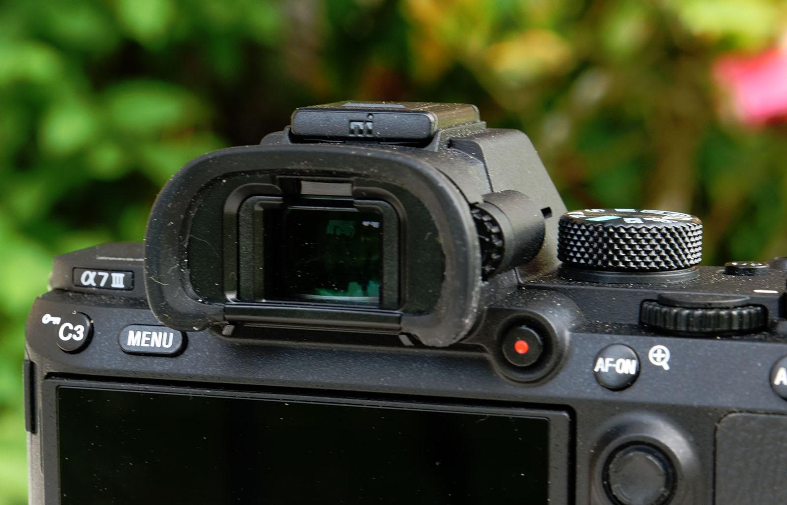 索尼的新无反相机用 EVF 画素密度增加了 60%