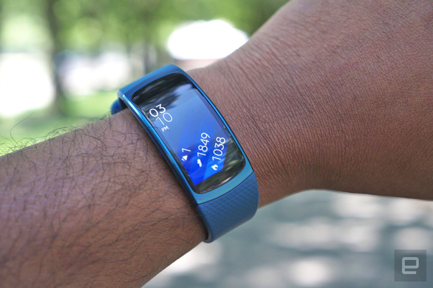 the gear fit 2 is samsung 39 s best wearable yet. Black Bedroom Furniture Sets. Home Design Ideas