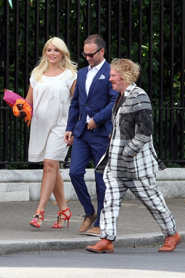 Holly Willoughby S Baby Ps Style At Fearne Cotton Wedding