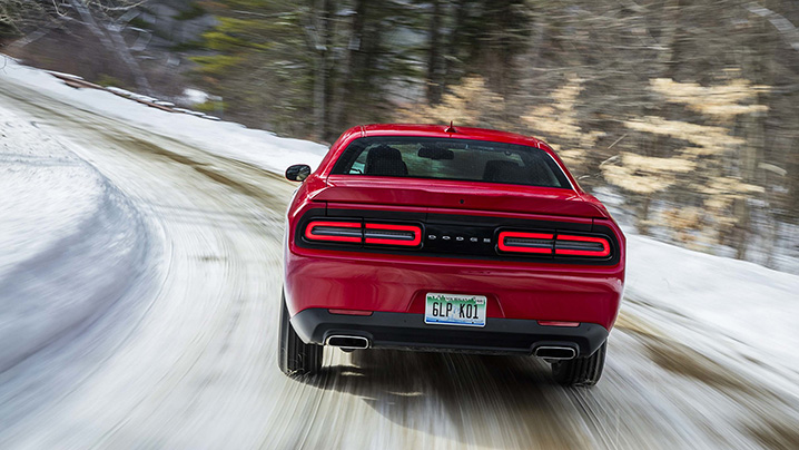 playing in the snow 2017 dodge challenger gt first drive autoblog. Black Bedroom Furniture Sets. Home Design Ideas
