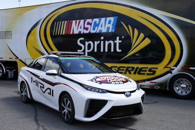 トヨタ「MIRAI(ミライ)」が水素燃料電池車初のNASCAR公式ペースカーに