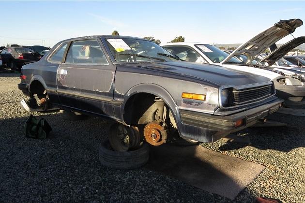 希少なホンダの初代「プレリュード」1982年型を廃車置場で発見