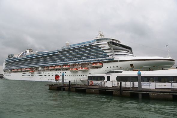 83-passengers-norovirus-cruise-crown-princess-ship