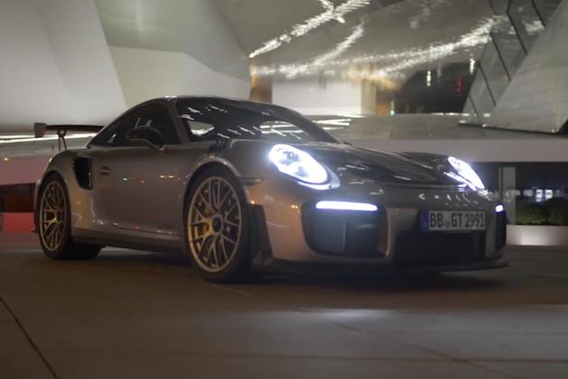 【ビデオ】リミッターを解除したポルシェ「911 GT2 RS」が、アウトバーンで最高速度356km/hを記録!?