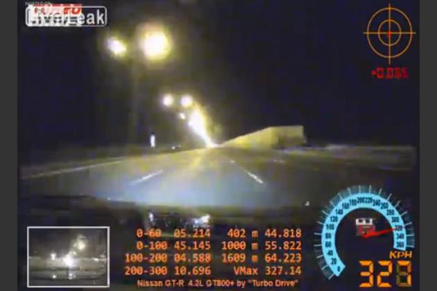 【ビデオ】ロシアの高速を時速320km以上で走る「GT-R」、あわや大惨事の瞬間!
