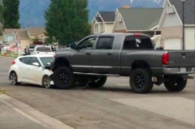 【続報】公園を暴走する少年を愛車で止めたオーナーに、修理費援助の申し込みが続々