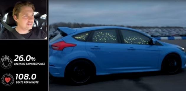 人はダンスよりもショッピングよりもキスよりも、スポーツカーを運転しているときに高揚することをフォードが証明!