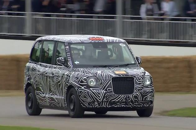 【ビデオ】電気自動車になったロンドン・タクシーのプロトタイプが、グッドウッドのコースを静かに走行!