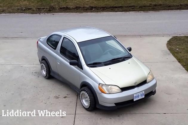 【ビデオ】カナダ人の発明家が作った全方位車輪を使えば、縦列駐車も楽々!