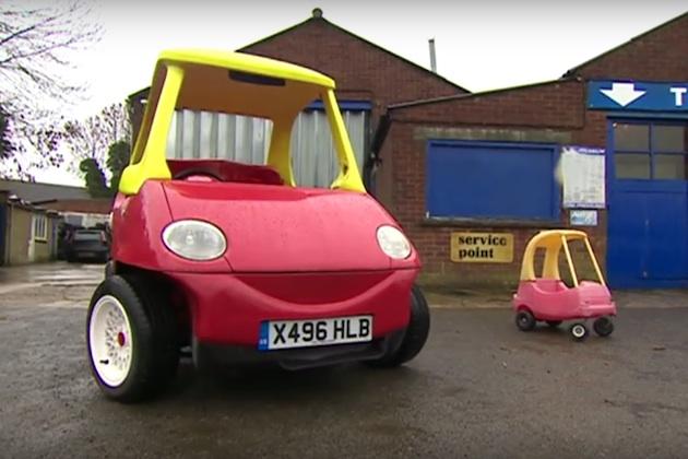 大人が乗れる公道走行可能な玩具のクルマ、即決価格でオークションに登場!