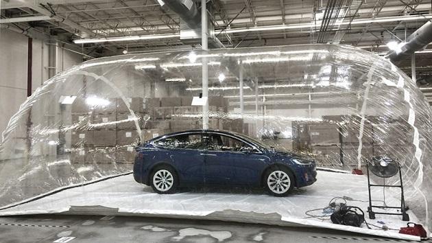 テスラ、大気汚染からドライバーを守る「生物兵器防衛モード」の詳細を発表