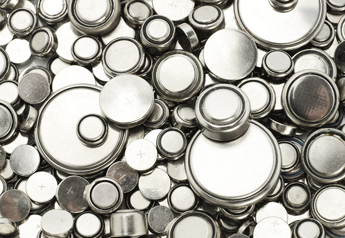 Nanomaterial charges everyday batteries in seconds