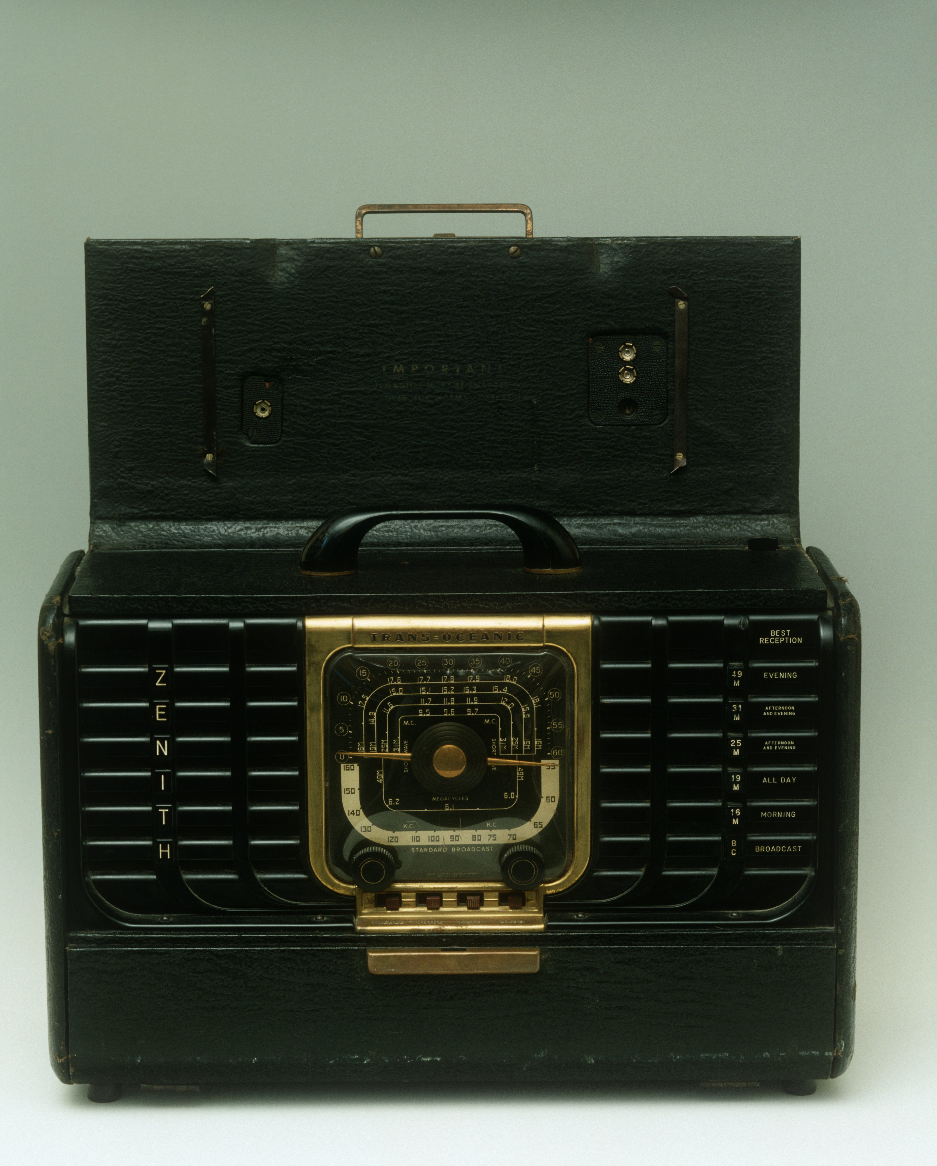 Zenith Transoceanic radio, made in 1946
