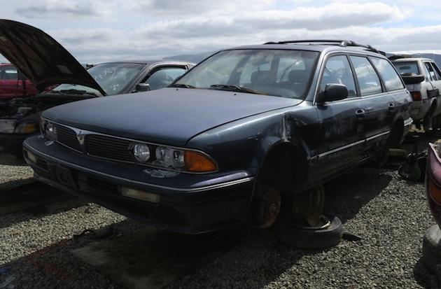 1995年型三菱「ディアマンテ」のステーションワゴンをカリフュルニアの廃車置場で発見
