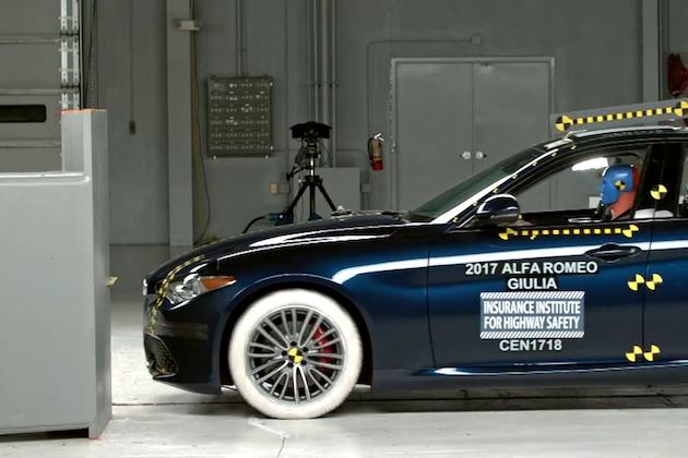 【ビデオ】アルファ ロメオの新型「ジュリア」、米国IIHSの最高安全評価「TSP+」を獲得 ただし標準のヘッドライトは問題あり